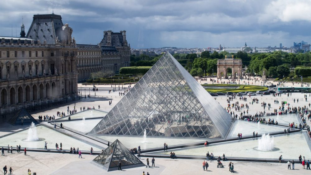 هرم لوور پاریس