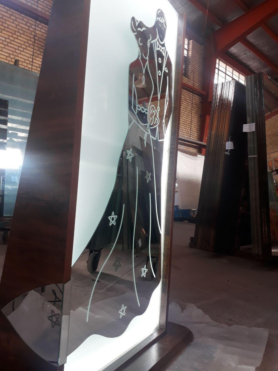 آینه ای از ماکت تصویر عروس و داماد